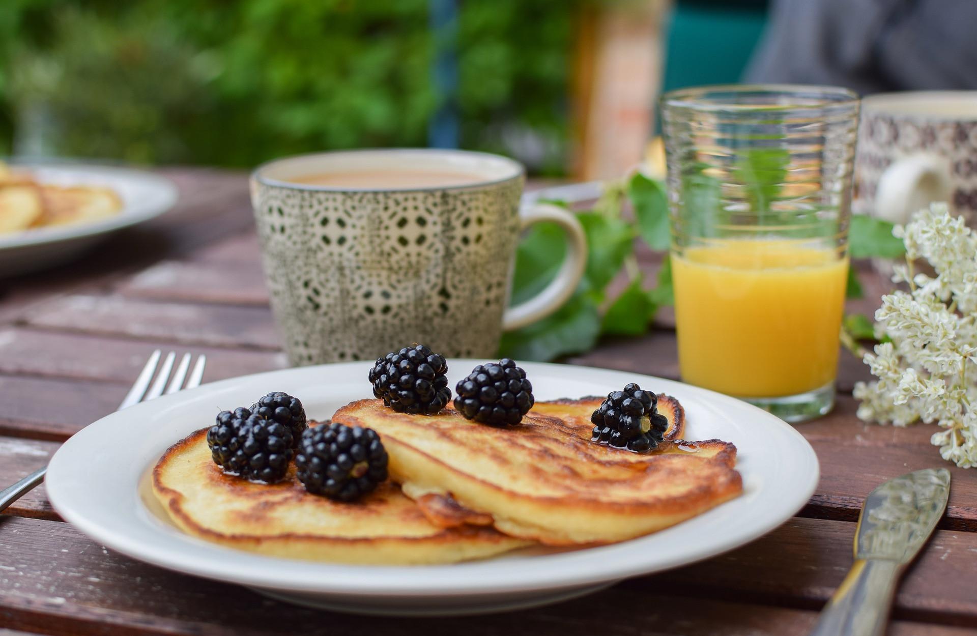 Zum Frühstück zuckerfreie Pfannkuchen – ein super Start in den Tag.
