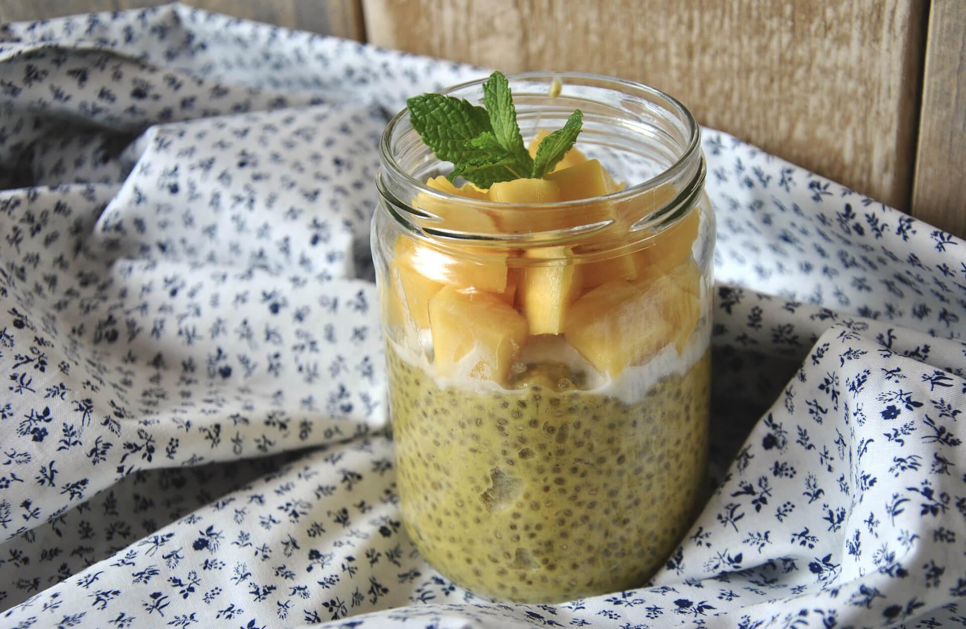 Hier findet ihr ein leckeres veganes Noatmeal Rezept.