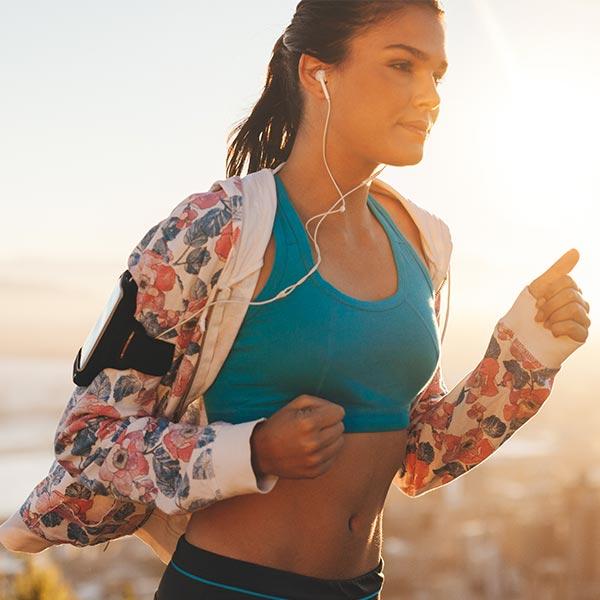 Bewegung ist für die ganzheitliche Gesundheit des Menschen sehr wichtig. Wir erklären, worauf es genau ankommt und mit welchen Maßnahmen ihr euer Wohlbefinden steigern könnt.