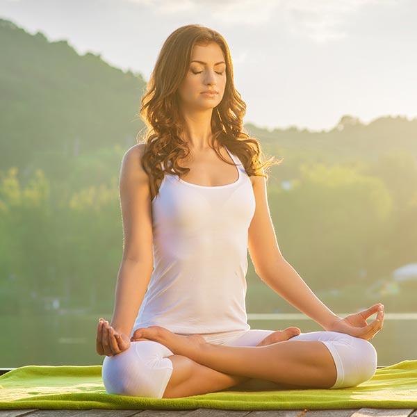 Die ganzheitliche Gesundheit des Menschen wird durch seelische bzw. geistige Arbeit gestärkt. Wir erklären, inwieweit sich Meditation und Rituale positiv auf unsere Gesundheit auswirken können.