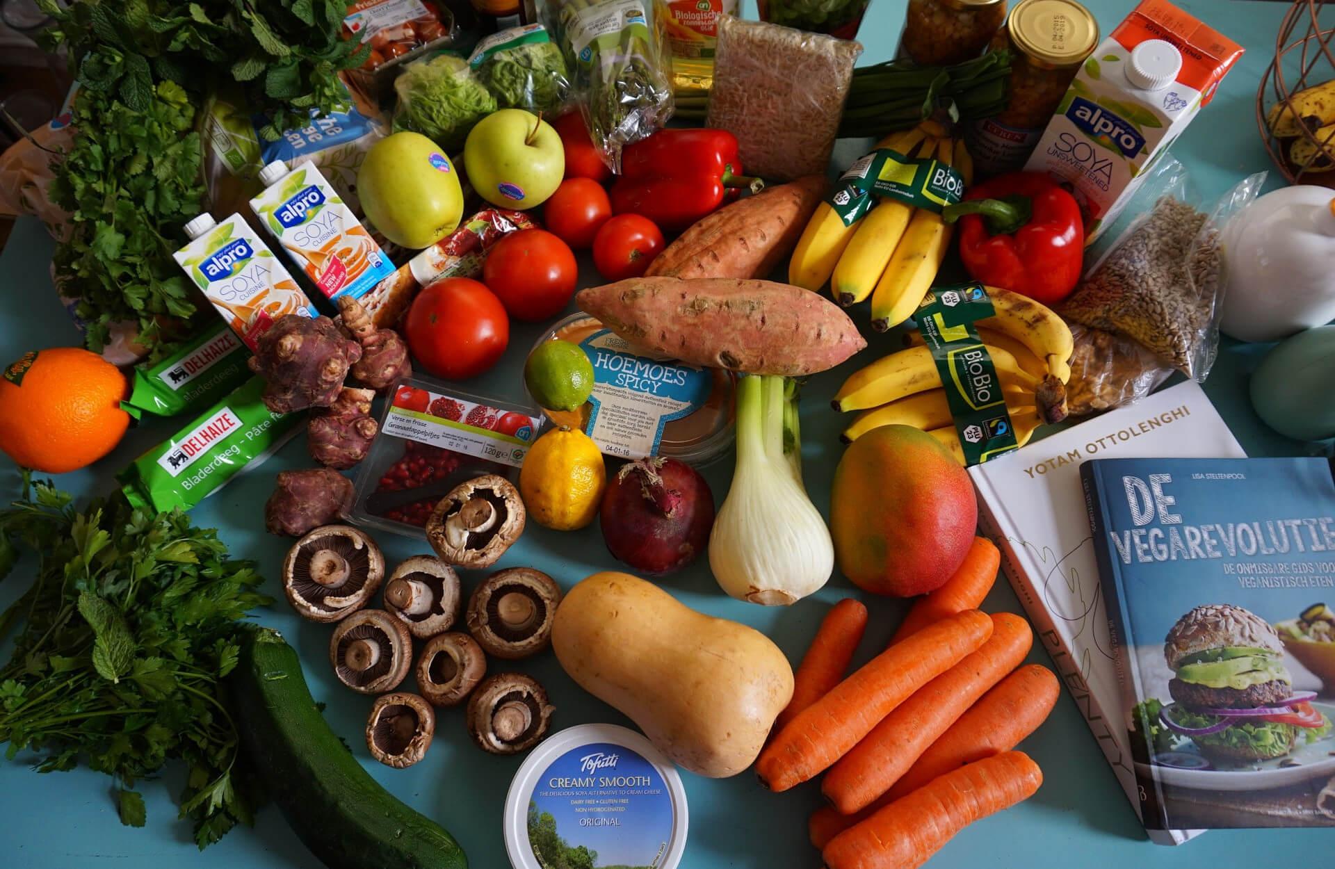 Vegan werden liegt voll im Trend und ist zudem auch noch sehr gesund. Wir verraten euch, welche Stolpersteine es bei der Umstellung auf eine vegane Ernährung gibt und wie ihr diese umgehen könnt.