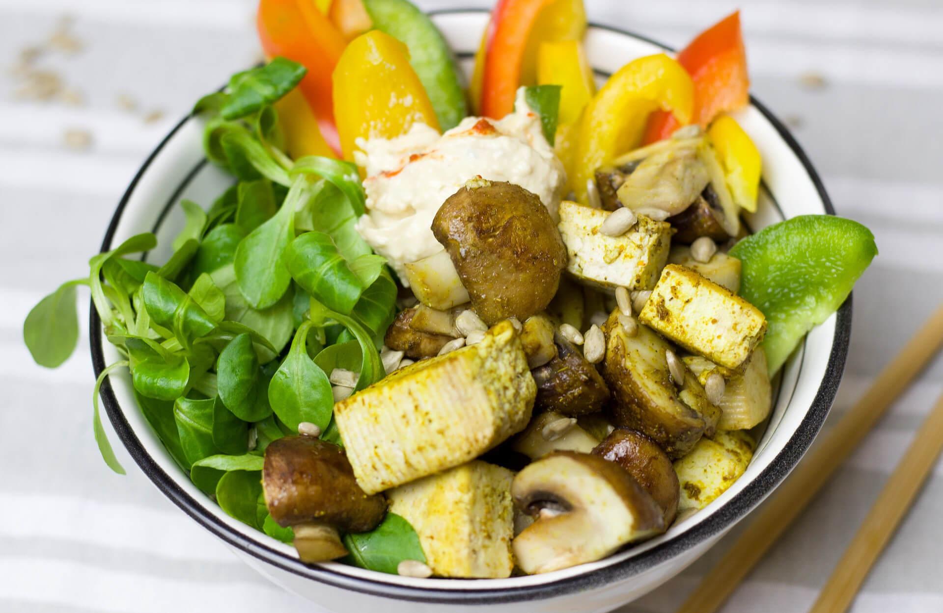 Wer tierische Produkte ersetzen möchte, findet in unserem Artikel wertvolle vegane Alternativen.