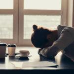 Welche Symptome Adrenal Fatigue mit sich bringt und wie es therapiert wird, erfahrt ihr in diesem Beitrag.